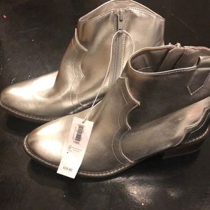 Brand new size 4 big girls silver cow boy boots.